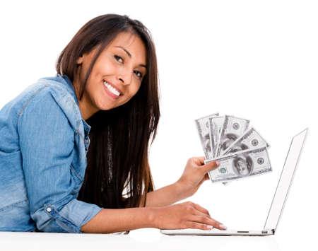 Woman shopping und sparen Geld online - über einen weißen Hintergrund isoliert Lizenzfreie Bilder