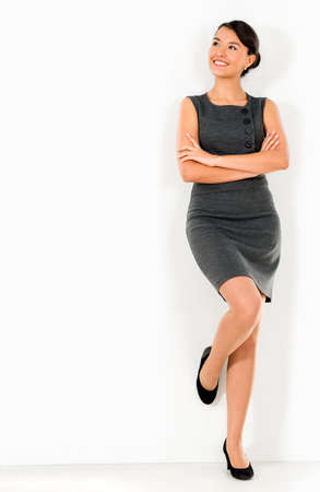 mujer pensativa: Mujer de negocios pensativa apoyada en la pared Foto de archivo