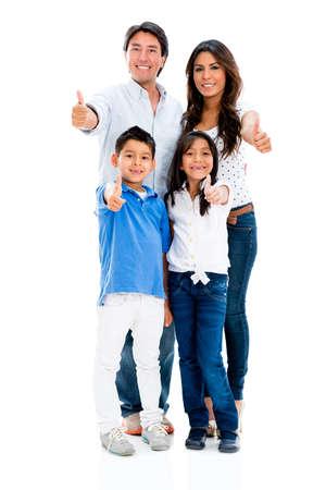 apoyo familiar: Familia con los pulgares para arriba que parece muy feliz - aislados en blanco