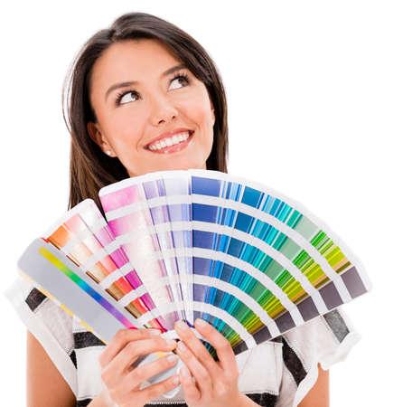 Nachdenklich Frau mit einem Farbleitsystem denken, wie man malen - isoliert über weiß Lizenzfreie Bilder