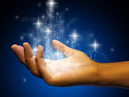 aura: Stardust aus einer ge�ffneten Hand flie�en. Digitale Illustration. Lizenzfreie Bilder