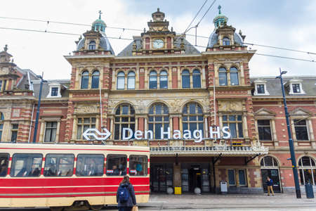 The Hague, the Netherlands - 31 March 2018: city scene around Hollands Spoor train station with trams and pedestrians Redactioneel