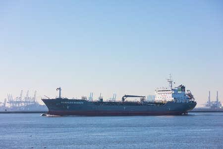 Hoek van Holland, the Netherlands - January 20 2019: petro chemical gas tanker vessel sailing past Hoek van Holland and Maasvlakte harbour towards port Rotterdam Imagens - 115968696