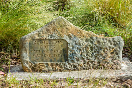 Adventure Bay, Bruny Island, Tasmania, Australia -December 18 2016: Resolution Creek monument marking the 1777 landing of Captain Cook on Bruny Island Imagens - 115968883