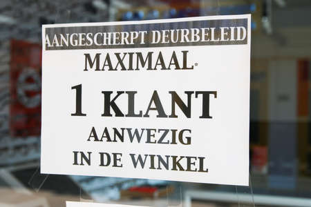 Loosduinen, the hague, the netherlands - April 24 2020: warning sign in  shop window for 1.5 metre social distancing Imagens - 146240600