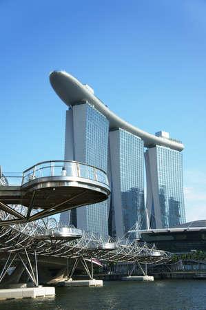 Sandz Casino Singapur, Ansicht von unter einer Brücke