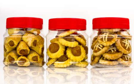 Drei verschiedenen Designs von Lunar New Year Ananas Torten in Containern Standard-Bild - 11875387