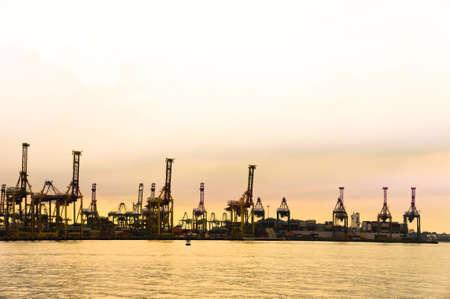 Harbor mit einem goldenen Sonnenuntergang-Singapur Lizenzfreie Bilder