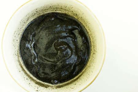 Chinesische schwarzem Sesam Suppe in eine Schüssel geben