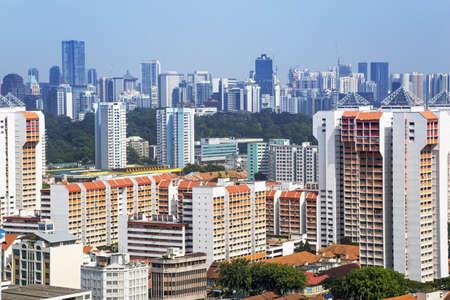 Erhöhte Ansicht von einem Cluster von bunten Wohnungen in Wohn-Kreis Singapur