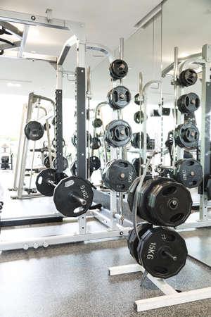 Gewichtheben Geräte in einem Club Turnhalle Lizenzfreie Bilder - 21303406