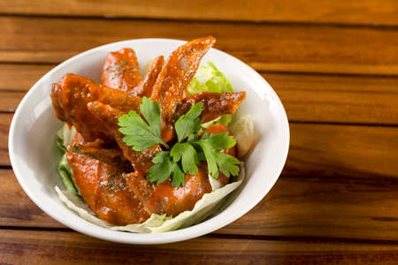 A bowl of Spicy Chicken Wings ready to be served  Standard-Bild