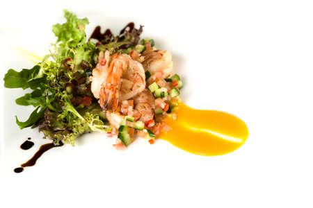 Garnelensalat Gericht Display auf weißem. Lizenzfreie Bilder