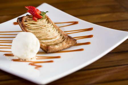 Strawberry Biskuit Dessert mit Eis bereit, serviert werden.