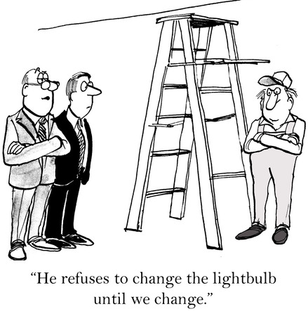 Cartoon of worker and business leaders, worker refuses to change lightbulb until leaders change. Imagens