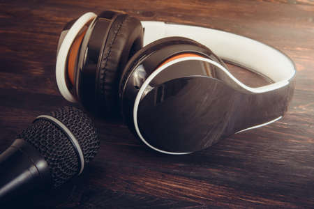 a microphone and headphones closeup photo Stockfoto