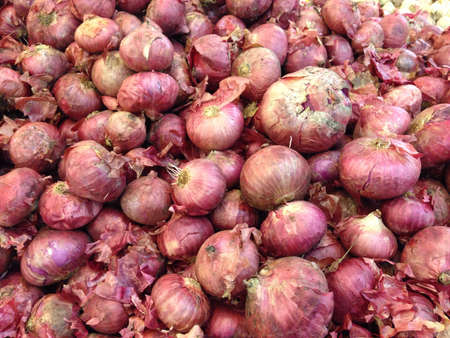 red onions: Fresh red onions from supermarket Stock Photo