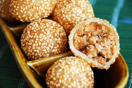 sezam: Azjatyckie przysmaki, nyonya kueh - Jin Tui (Crispy sesame kulka) Zdjęcie Seryjne