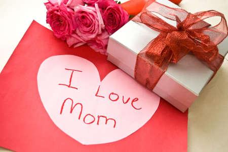 Red ribbon gift box, roses, i love mum message Stock Photo
