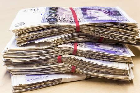 libra esterlina: Manojo de usados ??UK 20 billetes de una libra Foto de archivo