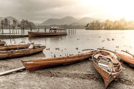 beach cruiser: Rowing boats and pleaseure cruiser at Lake Derwentwater landing beach, Keswick, Cumbria, England
