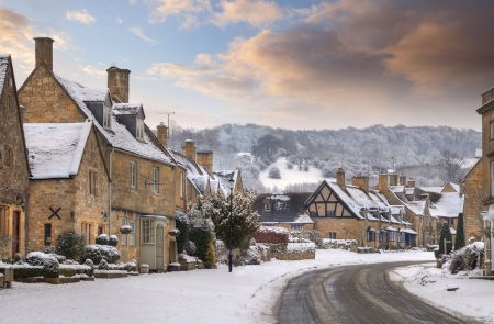 worcestershire: Cotswold village of Broadway in snow, Worcestershire, England