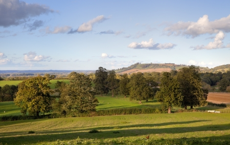 gloucestershire: Looking past the spire at Mickleton towards Meon Hill on a spring evening, Chipping Campden, Gloucestershire, England  Stock Photo