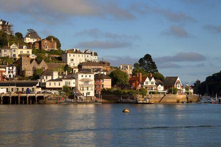 De ondergaande zon boven Dartmouth, Devon, Engeland