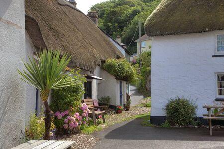Rieten huisjes in Hope Cove, Devon, Engeland