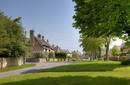 oxfordshire: The Cotswold village of Kingham, Oxfordshire, England