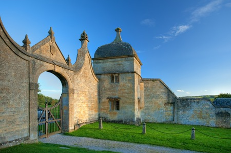 gatehouse: The historic Jacobean gatehouse to the Banqueting Hall at Chipping Campden, Gloucestershire, England.