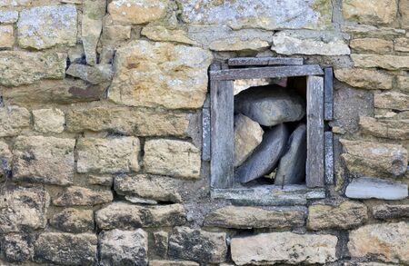 cotswold: Cotswold parete del granaio fattoria con legno finestra incorniciate. Archivio Fotografico