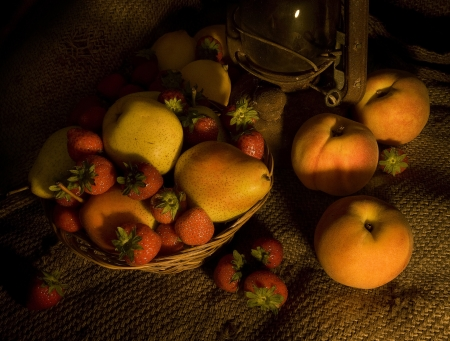 hurricane lamp: Peaches, strawberries and pears in a wicker basket. Stock Photo
