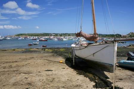 scilly: Sailing boat at St Mary's Quay, Isles of Scilly, Cornwall, England.