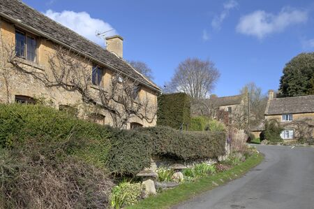 wold: Cotswold cottages in Bourton-on-the-Hill near Moreton-in-Marsh, Gloucestershire, England