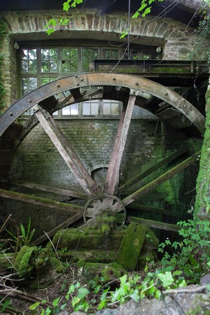 water wheel: Old water wheel, Devon, England