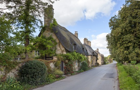cotswold: Thatched, Cotswold cottages near Broadway, Worcestershire, England.
