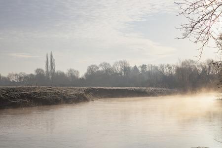 welford on avon: Mist on the River Avon, Warwickshire, England.