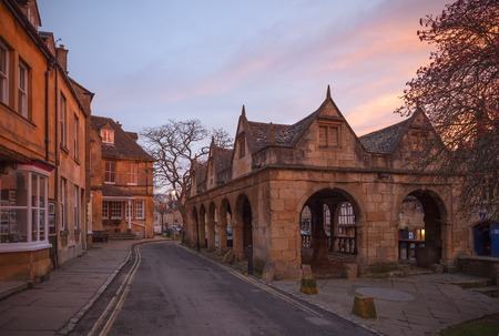 Cotswold town of Chipping Campden at dawn, Gloucestershire, England Archivio Fotografico