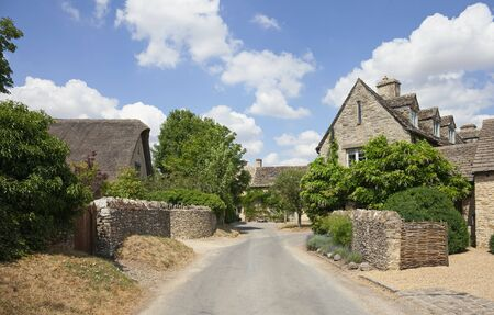 Asthall village, Cotswolds, Oxfordshire, England Stock Photo