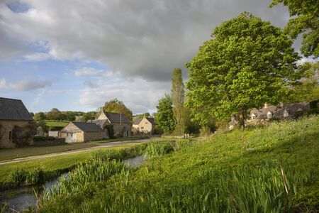 The pretty Cotswold village of Upper Slaughter, Gloucestershire, England. Reklamní fotografie - 136984758