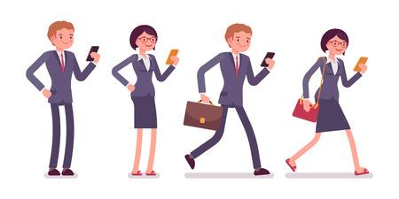 Los trabajadores de oficina con los teléfonos inteligentes. Los hombres y las mujeres en una ropa formal. El conjunto de caracteres aislados sobre el fondo blanco. vector de dibujos animados ilustración de negocios de estilo plana