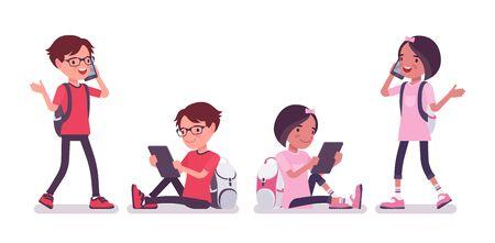 Niño de escuela, niña con gadgets, charla de teléfono inteligente. Lindos niños pequeños con mochila, niños amigos jóvenes activos, alumnos de primaria inteligentes de entre 7 y 9 años. Ilustración de dibujos animados de estilo plano de vector