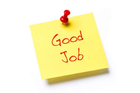 felicitaciones: Nota de papel amarillo con el trabajo de las buenas palabras, aisladas sobre un fondo blanco Foto de archivo