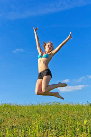 Portrait of a pretty young woman jumping in joy Banque d'images