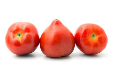 three ripe tomatoes lined up in a row on white Banque d'images