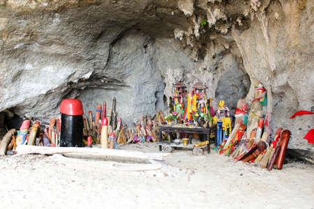 railay: Phra Nang Cave princess, Railay Peninsula, Phra Nang beach