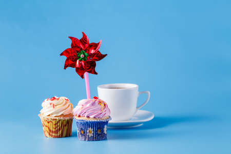 whirligig: Two cupcakes on blue background with whirligig