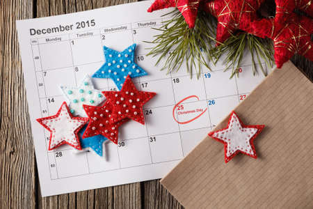 Bereit für Weihnachten. Kalender mit markiertem Datum des Weihnachtstages Standard-Bild - 49774702