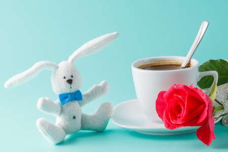 desayuno romantico: Desayuno rom�ntico con juguete ni�o, caf� y rosas
